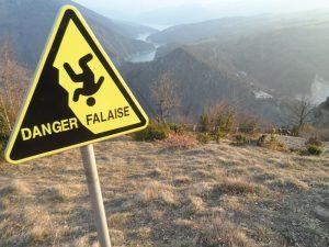 sécurisation de la falaise sur le chemin de la pointe blanche