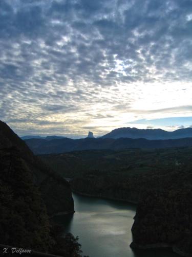 le lac et le Mont Aiguille